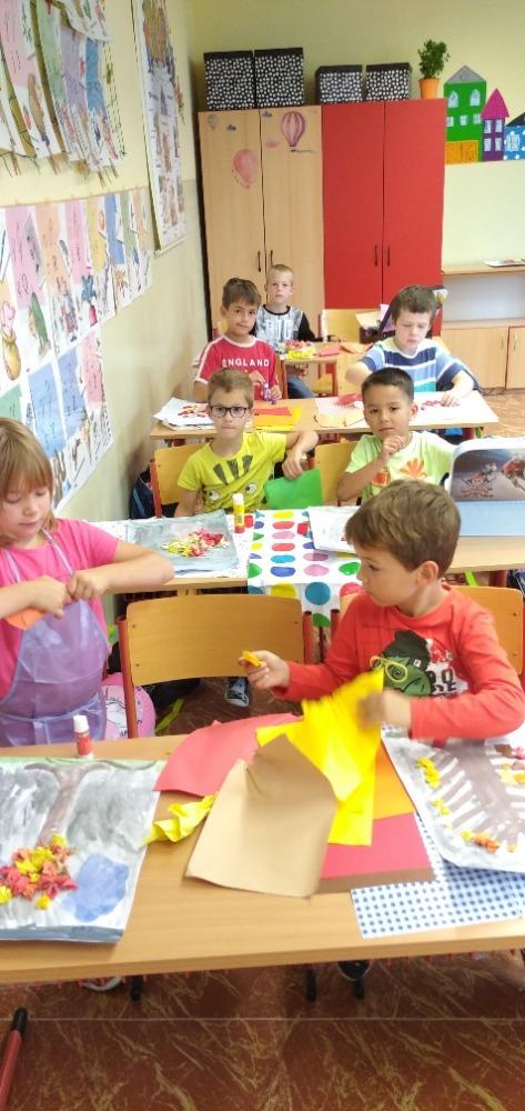 Žáci při tvoření